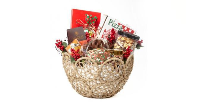 MacraMERRY Holiday Basket